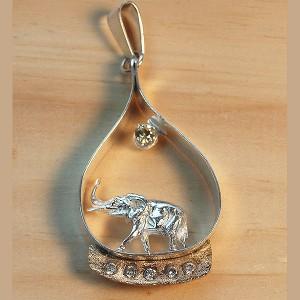 Extra big ele with sun pendant