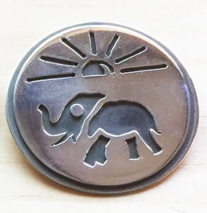 Elephant in the sun round pendant