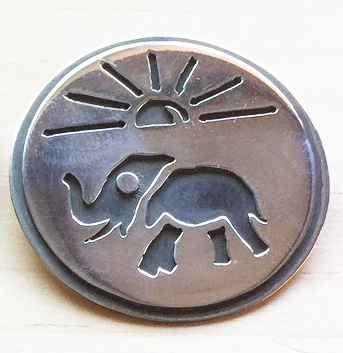 Elephant in the sun round pendant
