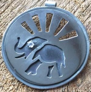 Round ele pendant with dimaond eye